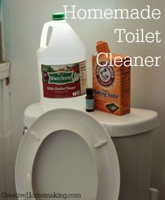 inexpensive all-natural homemade toilet cleaner takes just minutes to make!This inexpensive all-natural homemade toilet cleaner takes just minutes to make! Deep Cleaning Tips, House Cleaning Tips, Natural Cleaning Products, Cleaning Solutions, Spring Cleaning, Cleaning Hacks, Cleaning Supplies, Diy Hacks, Homemade Toilet Cleaner