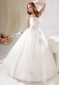 Find Wholesale - BallGown Strapless Tulle Satin Floor-length Ivory Sequins Wedding Dresses at Pickeddresses.com $251 on sale otherwise $800