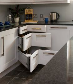 OMG, YOU GUYS, THESE DIAGONAL DRAWERS! | 17 Ways To Make A Small Room Feel So Big