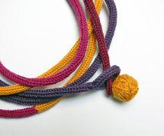 Collier tube tricot en laine jaune moutarde violet par ylleanna, €48.00