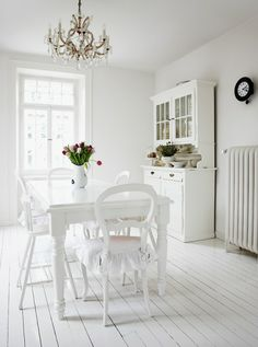 Pretty White Dining                                                                                                                                                                                 Mais