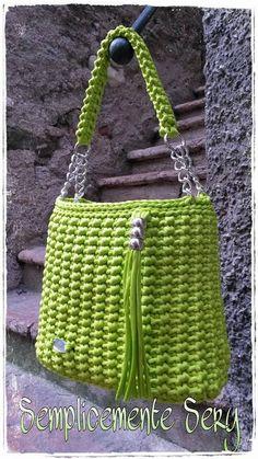 Marvelous Crochet A Shell Stitch Purse Bag Ideas. Wonderful Crochet A Shell Stitch Purse Bag Ideas. Crochet Diy, Crochet Tote, Crochet Handbags, Crochet Purses, Crochet Crafts, Handmade Handbags, Handmade Bags, Crochet Shell Stitch, Yarn Bag
