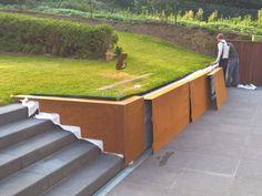 couvre-mur corten dont decoupe d& escalier - Steel Retaining Wall, Garden Retaining Wall, Landscaping Retaining Walls, Corten Steel, Modern Landscaping, Backyard Landscaping, Landscape Walls, Landscape Design, Sloped Backyard