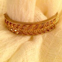 Pretty bangle! Pretty gold leaf design Jewelry