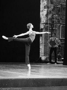 "Marianela Nuñez rehearsal ""Swan Lake"" /photo by Graham Gramilano' Spicer Tutu Ballet, Ballet Dancers, Ballerinas, Ballerina Poses, Bolshoi Ballet, Shall We Dance, Lets Dance, Dance Photos, Dance Pictures"