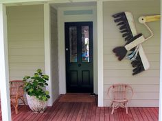 Dulux oyster linen, Dulux domino and Taubmans aspen snow Cabin Exterior Colors, House Exterior Color Schemes, Exterior Paint Colors, Paint Colors For Home, Interior And Exterior, Paint Colours, Weatherboard Exterior, Beautiful Front Doors, Reno