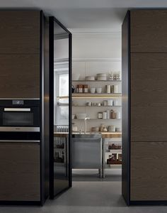 Lacquered kitchen with integrated handles with peninsula TRAIL by Varenna-by-poliform