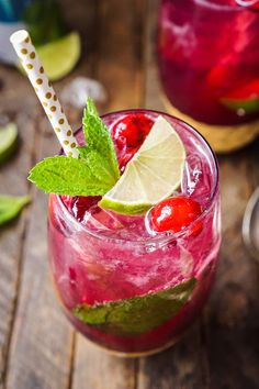 This Cranberry Mojito Punch is a festive sparkling cocktail that's sure to have everyone dancing the night away at your holiday party! #ad #SparklingHolidays