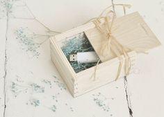Wedding USB case with sliding lid, wedding case, wooden case, wedding… Usb Hub, Wooden Case, Wooden Boxes, Pens Usb, Usb Packaging, Adaptador Usb, Usb Lamp, Usb Charging Station, Usb Gadgets