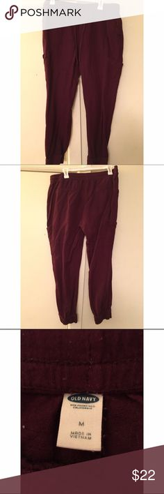 💥Flash Sale💥Burgundy 🍷Joggers🏃🏼‍♀️ Old Navy. Size M. Super Comfy Joggers. Pockets and Tie Front Waist. Old Navy Pants Track Pants & Joggers