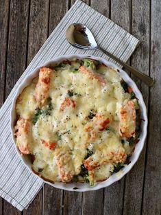 Onsdag allerede! Vi er midtveis i veka og dagens oppskrift er en superenkel, krema lakseform. Denne er ferdig på ca. 30 minutter og er en perfekt kvardagsmiddag for heile familien. I formen finner du grønnsaker og laks som blir krema med en enkel creme friache- og kvitløksdressing, før heile formen blir toppa med ost. Smakfullt, … Mango Salat, Feta Salat, Mini Burgers, Food Is Fuel, Fish Dishes, Fish And Seafood, Nom Nom, Brunch, Food And Drink