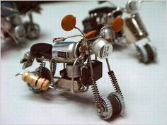 Bike Funny Art Made With Electronic Parts and This Funny Bike Smile U Wire Crafts, Metal Crafts, Diy And Crafts, Miniatur Motor, Electronic Bike, Waste Art, Arte Robot, Trash Art, Scrap Metal Art
