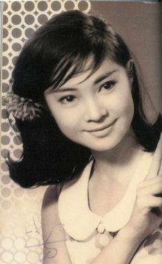 Josephine Siao - Hong Kong actress and singer from the 1960 Hairstyles, Chinese Makeup, Drawing Heads, Vintage Gentleman, Aesthetic People, Poses For Photos, Asian Hair, China, Vintage Girls