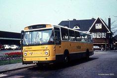 De gele lijnbussen zoals die in mijn jeugd rondreden. Lijn 152 naar Dordrecht en 154 naar Rotterdam.