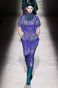 Dries Van Noten Fall 2020 Ready-to-Wear Fashion Show - Vogue 2020 Fashion Trends, Fashion Week, Fashion 2020, Star Fashion, Urban Fashion, Fashion Addict, Fashion Brands, Haute Couture Style, Vogue Paris