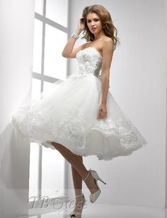 $192=Stunning A-line Knee-length Strapless Lace-up Bowknot Flowers Short Wedding Dress