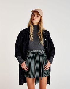 Pull&Bear - kadın - yeni̇ ürünler - beli fiyonklu çizgili etek - siyah - 09397363-I2017