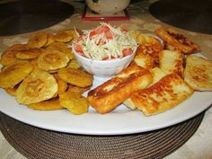 Tostones con queso. - Kathy From Honduras - http://www.KathyFromHonduras.com