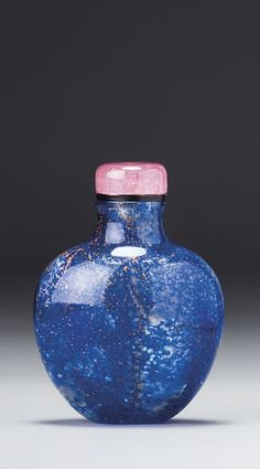 A BIOTITE AND SAPPHIRE-BLUE SANDWICHED GLASS SNUFF BOTTLE<br>QING DYNASTY, 18TH CENTURY | Lot | Sotheby's