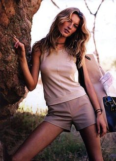2001 19 Image Fashion Photo Set With Model Gisele Bundchen Vogue Fashion, Runway Fashion, Fashion Models, Gisele Bundchen, Famous Supermodels, Classy Women, Minimal Fashion, Superman, Editorial Fashion