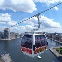 This is a cable car ride that lets tourists have a birds-eye view of London and allows tourists to admire all of the pretty sights. London Attractions, London Landmarks, London Transport, London Travel, Days Out In London, Great Days Out, London Places, Urban City, Travel And Leisure