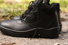 Čierna taktická obuv od značky ARTRA :-) Nájdete ju aj u nás v ARMY ORIGINAL. http://www.armyoriginal.sk/2715/133490/policajna-obuv-archa-cierna-artra.html