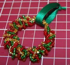 Naturally Me Creations: Mini Beaded Wreath for Xmas Tree - Tutorial Easy Christmas Ornaments, Xmas Wreaths, Christmas Crafts For Gifts, Homemade Christmas, Christmas Projects, Christmas Tree Decorations, Christmas Diy, Wreaths Crafts, Christmas Candles