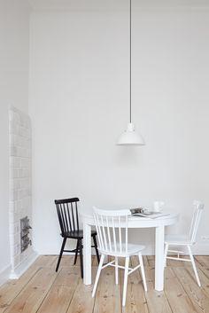 INTERIOR DESIGNER & STYLIST: Agnieszka Suchora / PHOTOGRAPHY & POSTPRODUCTION: Jola Skóra // lamp: Reflex Maxi, proj. T. A. Rudkiewicz | TAR / chairs: TON / table: IKEA / cup: Villeroy & Boch