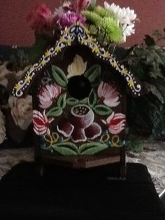 Birdhouse with rose mailing design