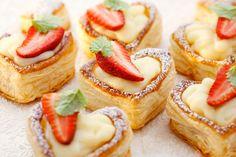 Vanillepudding im Blätterteigherz mit Erdbeeren - Rezepte - bildderfrau.de