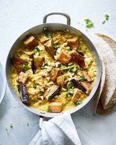 Aubergine and tofu curry Tofu Curry, Vegetarian Curry, Tasty Vegetarian Recipes, Tofu Recipes, Curry Recipes, Vegetable Recipes, Cooking Recipes, Healthy Recipes, Healthy Food