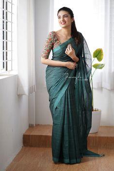 Cotton Saree Designs, Blouse Designs Silk, Blouse Patterns, Indian Wedding Photography Poses, Girl Photography Poses, Saree Designs Party Wear, Velvet Dress Designs, Saree Styles, Blouse Styles