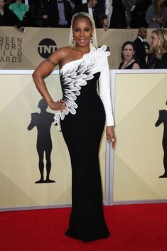 Nominees Mary J. Blige & Hong Chau Hit the Red Carpet at SAG Awards Photo Mary J. Blige and Hong Chau both look stunning at the 2018 Screen Actors Guild Awards at the Shrine Auditorium on Sunday (January in Los Angeles. Kate Hudson, Olivia Munn, Celebrity Red Carpet, Celebrity Style, Celebrity News, Dior Couture, Couture Dresses, Mary J, Nice Dresses