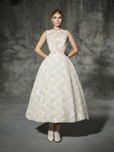 vestido de noiva DRASSANES de yolan cris 2016 romantic lace estilo moderno top e saia bordados em flor 1