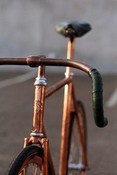 Wie cool ist das Bike bitte!? Das Rad dezent angesprüht in Kupfer. Die Trendfarbe schlechthin. Picture by Andrew Gruhn, via Flickr