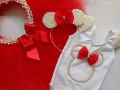 Kit Minnie Rosa com as Mangas Bordadas  Fravor informar a idade da criança, qual o tamanho ideal do colan de acordo com nossa tabela de medidas e a medida da cintura em centímetros. Mickey Mouse Party Supplies, Minnie Mouse Party, Little Girl Dresses, Girls Dresses, Baby Girl Birthday Outfit, Baby Bling, Baby Dress, Kids Fashion, Girl Outfits