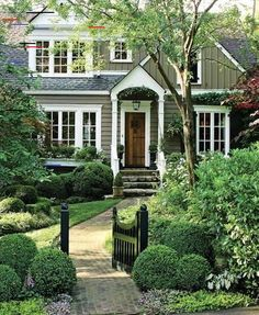 Do You Want Stunning Fence Design Ideas In Your Front Yard? If you need inspiration for the stunning front yard fence design ideas. Front Yard Design, Front Yard Fence, Entrance Design, House Entrance, Fence Design, Garden Design, Entrance Ideas, Dream House Exterior, Exterior House Colors