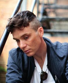Cillian Murphy ⋆ Peaky Blinders ︳ Beyoncé & whatever I'm in the mood for 💞 Peaky Blinders Frisur, Gorgeous Men, Beautiful People, Peaky Blinder Haircut, Cillian Murphy Peaky Blinders, My Sun And Stars, Raining Men, Haircuts For Men, Man Crush