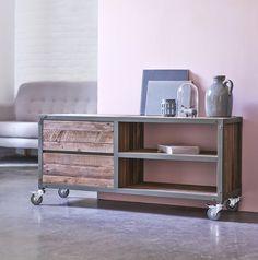 Flexible, idéal pour les petites surfaces, le Meuble TV atelier est en bois recyclés et métal 120  Exclu Karpenter chez Tikamoon