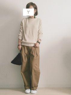 ゆったり、ほっこりしたナチュラルファッションにプラスしたいアイテム『ワイドパンツ』! 程よいヌケ感とナチュラルな雰囲気が出せる優れものなんです。体型カバーもできて着心地もよい秋冬コーデのおすすめアイテムです。今回は、シャツやニット、Tシャツとワイドパンツを合わせたおすすめコーデネートを紹介します。あなたもぜひ、ワイドパンツで秋冬コーディネートを楽しんでみませんか?