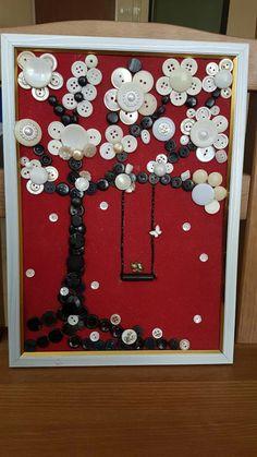 Дерево в цвету. В классической красно-чёрно-белой гамме. Пуговицы, бусинки, паетки.