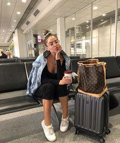 Think I need another trip 🌍 Cute Travel Outfits, Cute Comfy Outfits, Trendy Outfits, Summer Outfits, Fashion Outfits, Womens Fashion, Fall Fashion, Airplane Outfits, Weekend Outfit