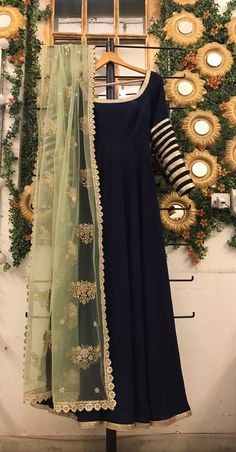 navy blue anarkali gown with green embroidered dupatta, pakistani shalwar kameez, blue indo western outfit, punjabi salwar suit, Anarkali - Tenues de Mariée Shadi Dresses, Indian Gowns Dresses, Indian Fashion Dresses, Indian Designer Outfits, Frock Fashion, Asian Fashion, Fashion Outfits, Beautiful Pakistani Dresses, Pakistani Formal Dresses