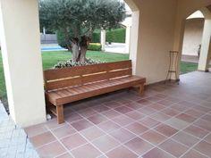 Sofá de madera de pino hecho a medida para exterior