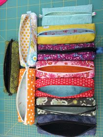 Must Do Travel Accessory Sewing Project Ideas. Easy Sewing Projects, Sewing Hacks, Sewing Tutorials, Sewing Crafts, Sewing Men, Love Sewing, Sewing Clothes, Men Clothes, Crochet Hook Set
