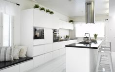 Kuvagalleria - Designkaluste Finland Oy Dining Area, Kitchen Dining, Kitchen Cabinets, Dining Room, Small Space Living, Living Spaces, Luxury Kitchen Design, Home Hacks, Interior Inspiration