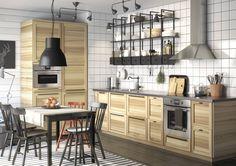La cocina de madera es un clásico ¡nos gusta en dos tonos: ¡oscuro y claro!