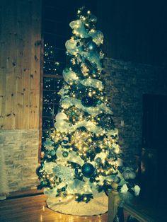 Une petite photo genre vintage. Christmas Tree, Holiday Decor, Vintage, Home Decor, Teal Christmas Tree, Xmas Tree, Christmas Trees, Home Interior Design, Decoration Home