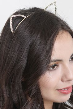 Add some ears to your look with the Classy Kat Head Band. This head band features a basic thin band with cat ears embellished in rhinestones.