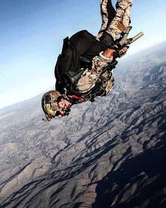 Particular forces paratrooper leaping motion Military Gear, Military Police, Usmc, Military Humor, Military Spouse, Airsoft, Military Special Forces, Special Forces Gear, Us Navy Seals